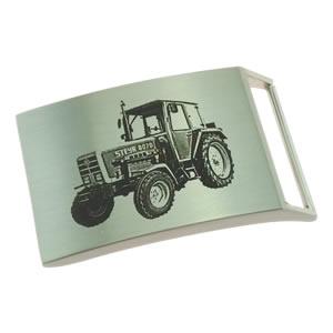 Beispiel Fotogravur Traktor auf Gürtelschnalle